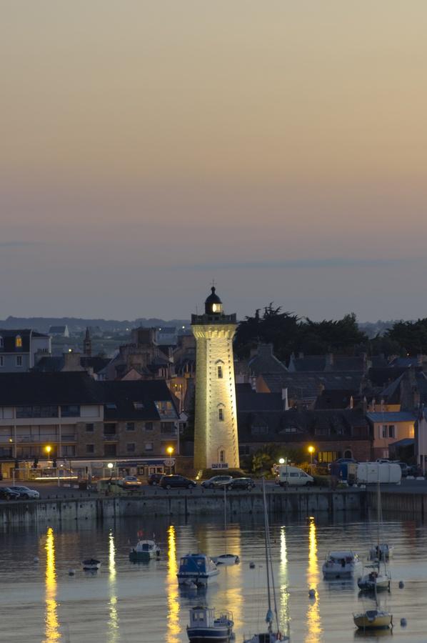 phare de Roscoff Léon Finistère Brittany France 48.722500, -3.980556