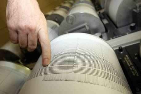 Scossa di magnitudo 3.2 tra Toscana, Emilia e Liguria La terra trema ancora anche nelle zone già colpite del Centro Italia.  Una scossa di terremoto di magnitudo 3.2 è stata registrata alle 4:05 tra Toscana, Emilia e Liguria. Secondo i rilevamenti dell