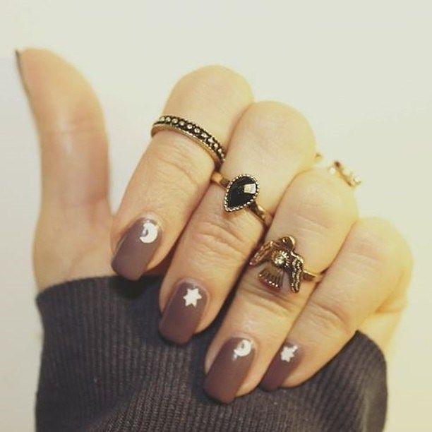 Moon & Stars 🌟 New Nails🌙 #february #newnails #manicure #beautémanicure #indiestyle #moon #stars #boho #pimkie #rings #stylish #faithcoco #federicacerruti 🌵