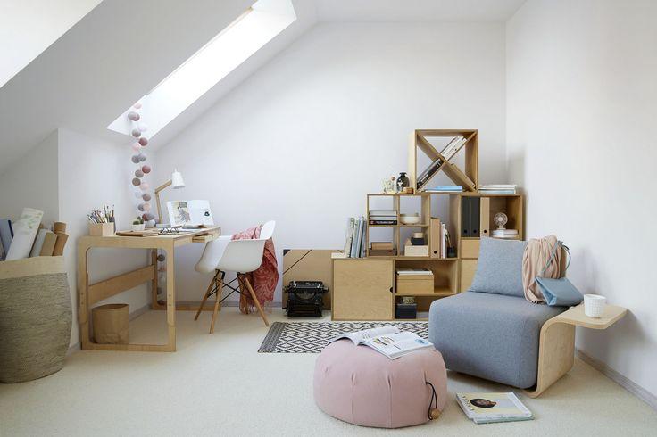 Nasze biurko dzięki regulowanej wysokości blatu nadaje się i dla dzieci i dla osób dorosłych. The desk is designed for each customer, allows to adjust the heights.