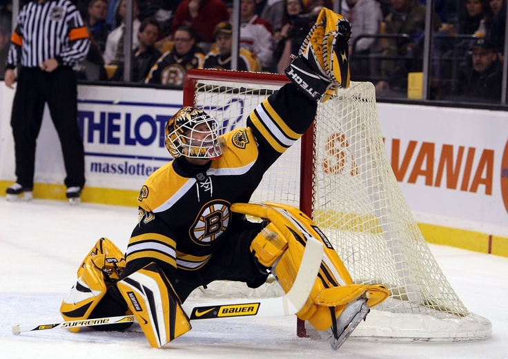 Tim Thomas flashes the leather and makes the save. #tim #thomas #boston #nhl #goalie #bauer #glovesave