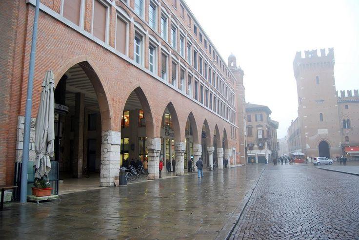 Ferrara: i portici dell'ex Palazzo della Regione