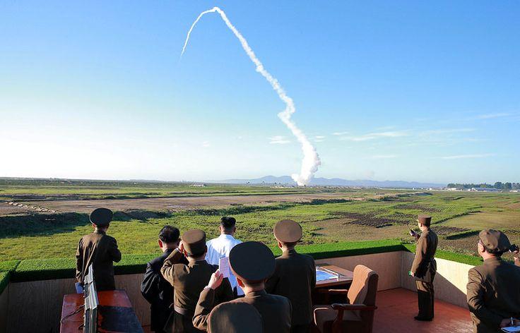 Северная Корея испытала ракету системы ПВО  http://da-info.pro/news/severnaa-korea-ispytala-raketu-sistemy-pvo  В Северной Корее провели успешные испытания ракетного элементы системы противоздушной обороны, на которых присутствовал глава государства. Видеосюжет с Ким Чен Ыном показал государственный телеканал NHK.  Напомним, в Пхеньяне считают, что имеют право на дальнейшую милитаризацию, и недовольны переброской американских «плавучих аэродромов» Карл Винсон и Рональд Рейган к своим…