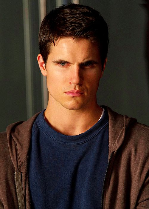 Amell, Robbie [The Tomorrow People] photo