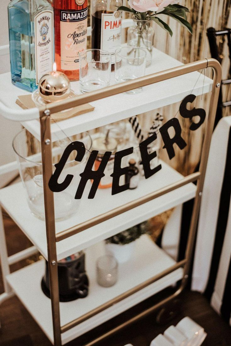 Checkliste für Deine Gin Bar oder Gentlemen Bar,dieseist ein ganz  besonderes Special am Abend und darf auf keinen Fall fehlen. Wer denkt,  dass der …