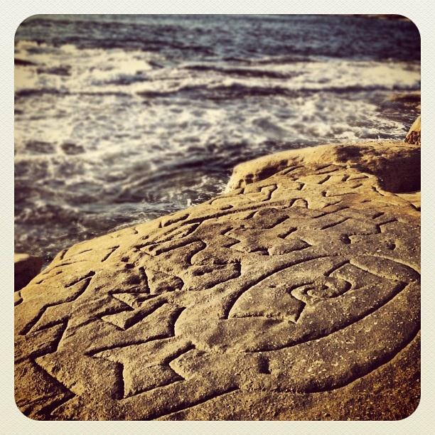 Bondi Alien Cliff Carvings #atbondi #bondi #sydney #carvings #rocks