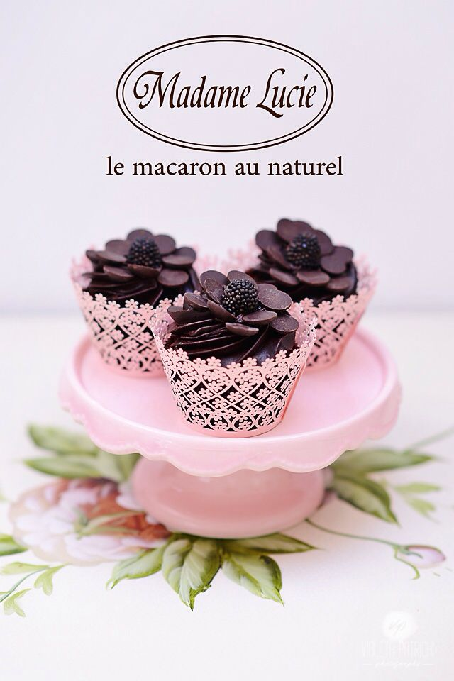 Deep Dark Chocolate Macarons by Macarons Madame Lucie #macaronsmadamelucie