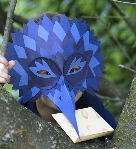 Voici comment réaliser un masque d'oiseau.