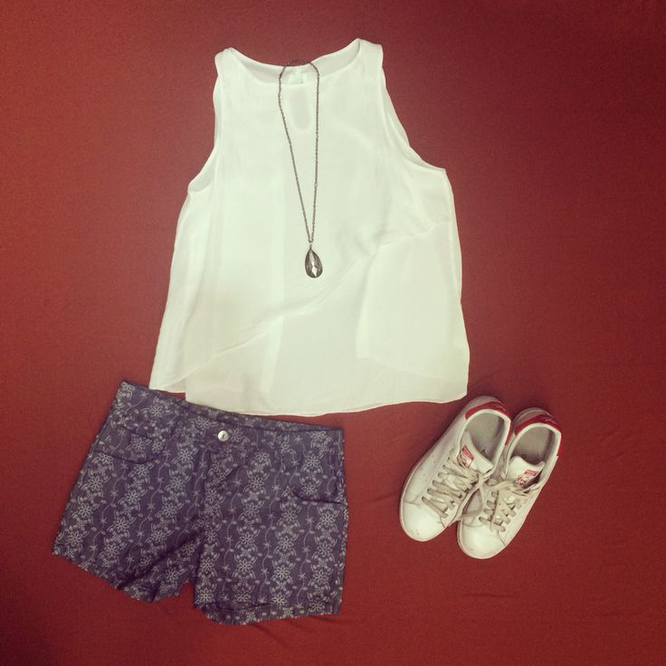 Hawik outfit. Short and silk tank. It's very hot today. On out website DISCOUNTS.  Hawik outfit. Shorts e canotta in seta. È troppo caldo oggi. Sul nostro sito web SCONTI. www.hawik.com
