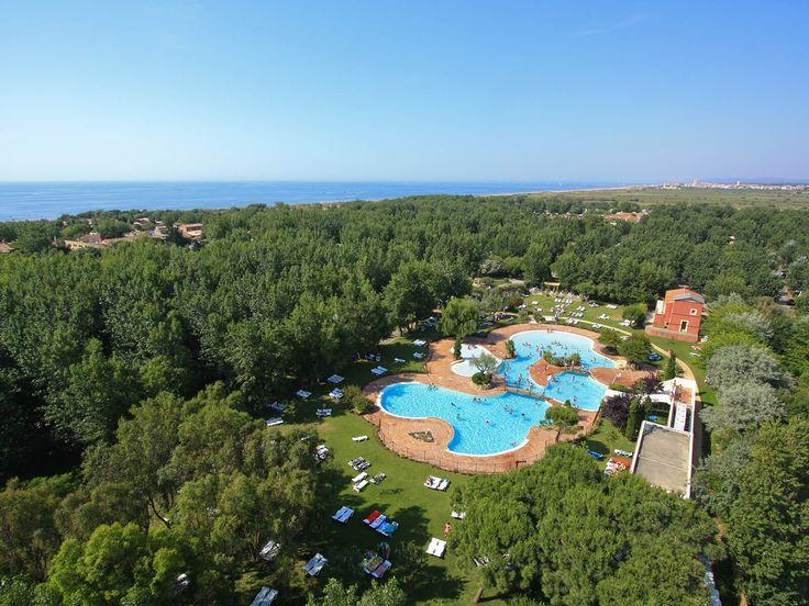 Yelloh! Village Le Sérignan Plage - Le camping dispose d'un parc aquatique exceptionnel et grandiose de 3000m² en plus de la plage à proximité ! De quoi profiter des joies de la baignade ! Plus d'infos : http://www.yellohvillage.fr/camping/le_serignan_plage/espace_baignade
