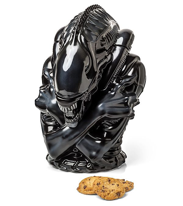 ThinkGeek is featuring a Aliens Warrior Ceramic Cookie Jar modeled after the deadly Xenomorph species that first appeared in the 1986 Aliens film. Guests will think twice the next time that they wa…