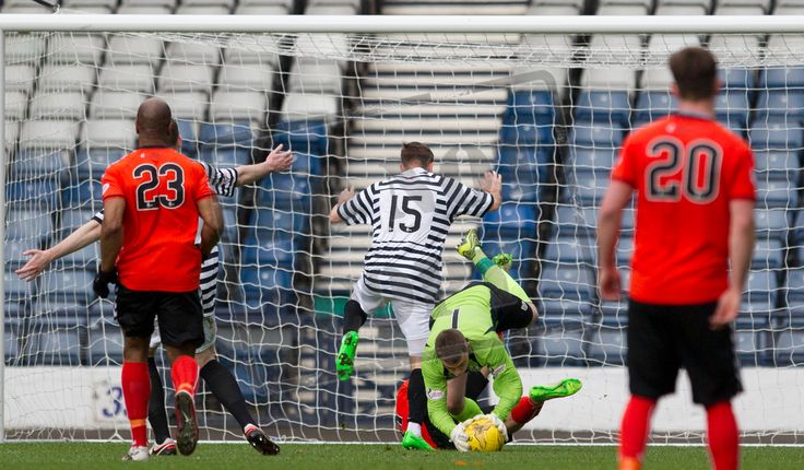 Queen's Park's keeper Wullie Muir catches the ball during the SPFL League Two game between Queen's Park and Clyde.