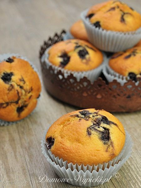 Bardzo smaczne, proste muffinki waniliowe z jagodami.
