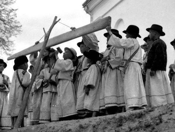 În era în care lumea era în războaie, au existat fotografi care au surprins România într-un mod unic. Ioniță G. Andron a imortalizat Țara Oașului ...