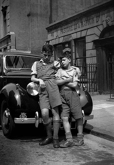 Raymond Scalionne and Razzi Tuffano in Hatton Garden, London in the late 1940s, an area known as Little Italy.