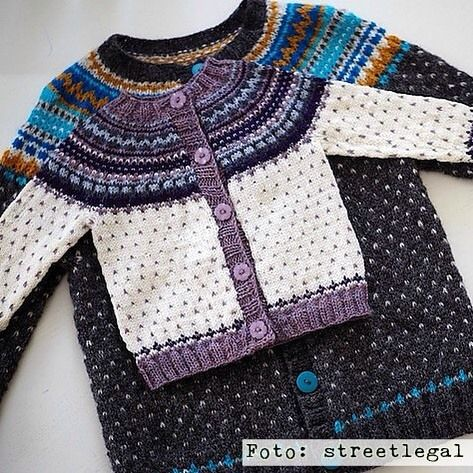 I asked Streetlegal on Ravelry if I could share this picture with you. I just love the way she had treated colours in these Flea cardigans. Original. Different. Cool. And wearable. #fleacardigan #babyflea #barneloppa #damejakkaloppa #strikking #knitting #strandedknitting #pinneguridesign #wool #ull #woollove #norskdesign