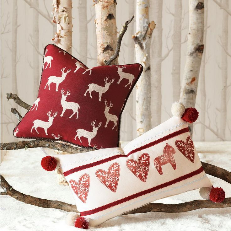 I would like some xmassy cushions on the couch at Xmas