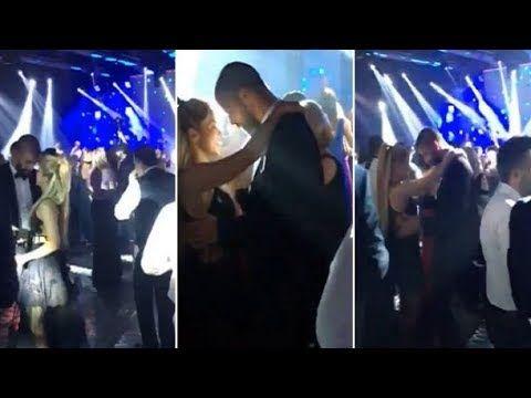 MIRA EL SENSUAL BAILE DE SHAKIRA Y PIQUE EN EL MATRIMONIO DE MESSI - VER VÍDEO -> http://quehubocolombia.com/mira-el-sensual-baile-de-shakira-y-pique-en-el-matrimonio-de-messi    Que no quería venir. Que llegaron tarde. Que se fueron antes. Hubo muchos rumores sobre la presencia de Shakira y de Gerard Piqué en el casamiento de Lionel Messi y Antonela Roccuzzo. Lo único certero es que evitaron la exposición. Es más, a diferencia del resto de los invitados, la pareja...