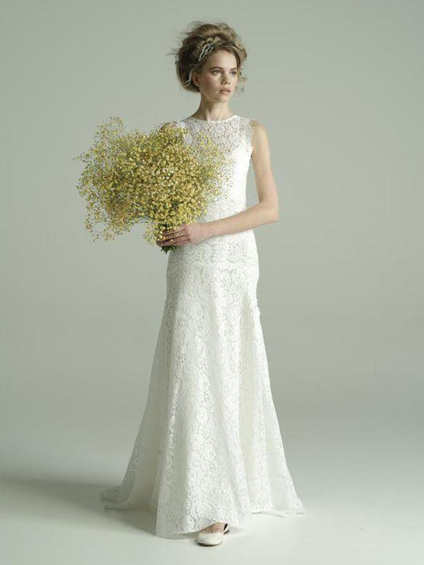 JUNO(ジュノ) 天神本店 花嫁の洗練された美しさを強調する総レースのスレンダードレス