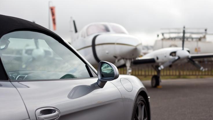 En el aire o en la tierra, la velocidad manda si se trata del nuevo Porsche Boxster