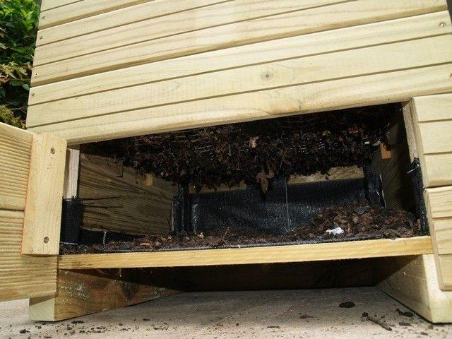 Detalle de la parte inferior del Compost URBANIC donde se diposita el compost finalizado