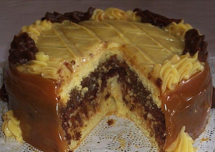 Dois amores é a combinação de Beijinho e Brigadeiro. O bolo dois amores tem esses dois recheios INGREDIENTES: Massa: 5 ovos 2 xícaras de açúcar 2 xícaras d