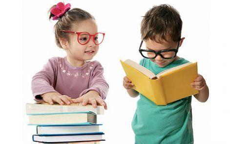 """Iată de ce este atât de important să începem învățarea unei limbi străine de la o vârstă fragedă: ca urmare a nivelurilor ridicate ale anumitor substanţe chimice, precum şi creşterii rapide a creierului, copiii mici învaţă, de exemplu, limbi noi, sau absorb informaţii şi obţin abilităţi muzicale mult mai rapid decât adulţii. La adulţi aceste abilităţi devin mai greu de obţinut odată ce creierul ajunge la maturitate şi pierde această """"elasticitate""""."""