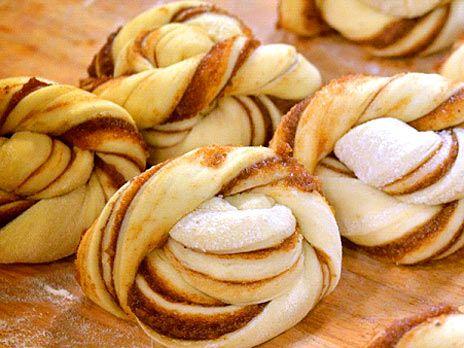 Cinnamon buns with a sour dough base. Recipe in Swedish