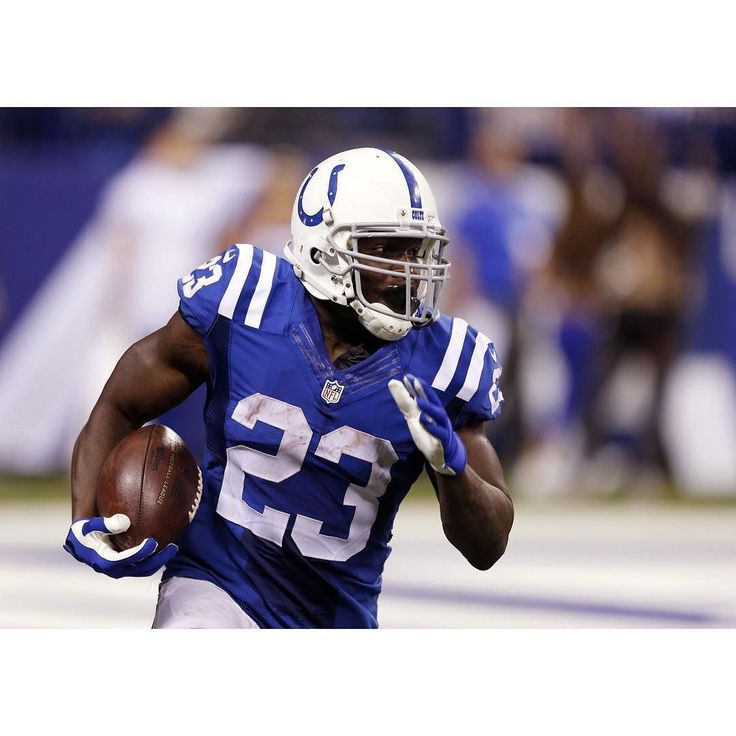 Frank Gore joins Walter Payton Emmitt Smith Curtis Martin & LaDainian Tomlinson as the only NFL players with 12500 rush yards & 400 catches. #repre23nt #frankgore #colts #nfl #football #49ers #runningback
