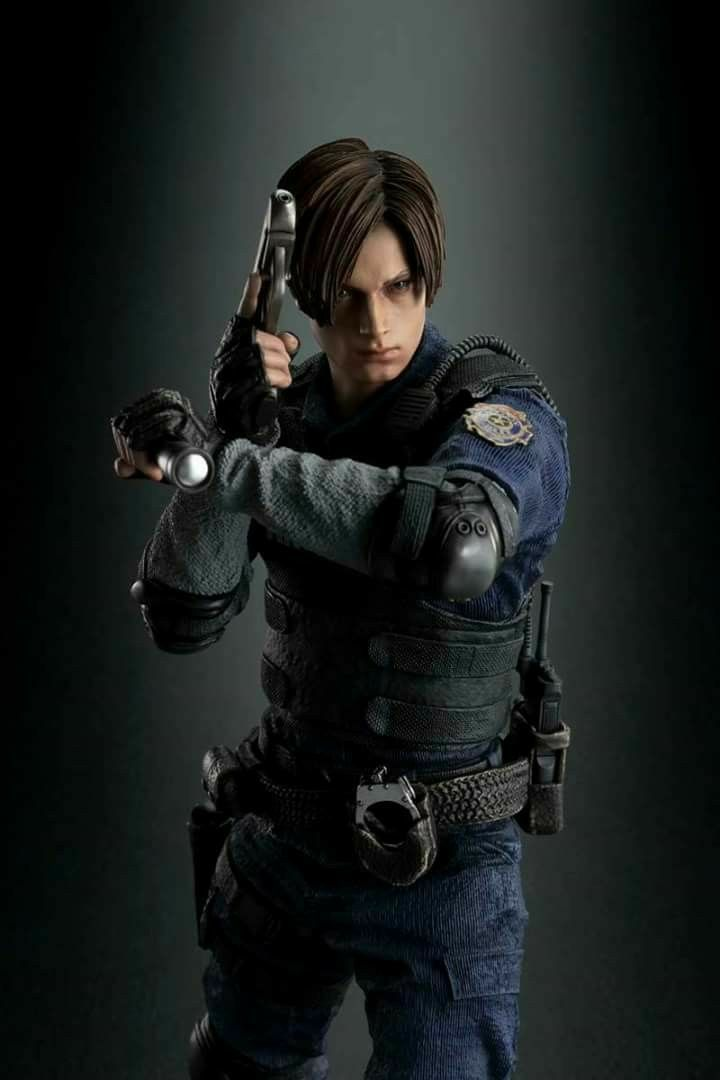 Sexy RE4 Ashley Meets RE4 Leon In Resident Evil 2 Remake