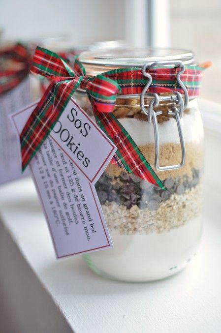 Quand j'ai vu ce kit pour réaliser des cookies chez Khala j'ai trouvé l'idée absolument géniale, les filles en ont réalisées pour le cadeaux de Noël de leurs maîtresses, on en a offert d'autres le soir du réveillon et tout le monde a apprécié le présent...