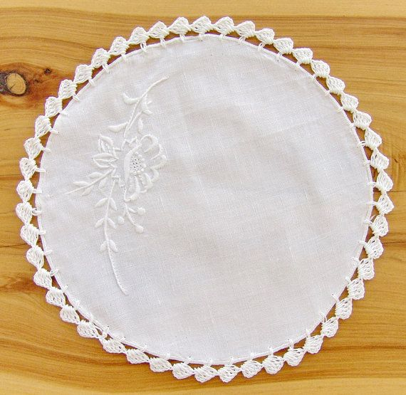 This items are for one very beautiful wite linen hand embroidered table Doily, or table overlay which features the sweep leave motif in and crochet lace border. <br><br>It is a very nice luscious linen which could be hardly found and absolutely a collectable item for the vintage linen lovers.<br><br>This be...