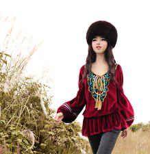 Somptueuse blouse en velours garance brodée fond indigo Création Boshow T 38/40