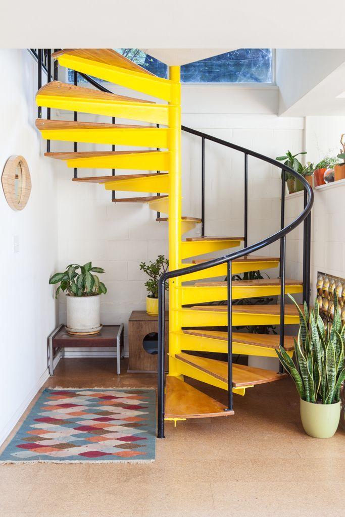 Escada Helicoidal amarela …