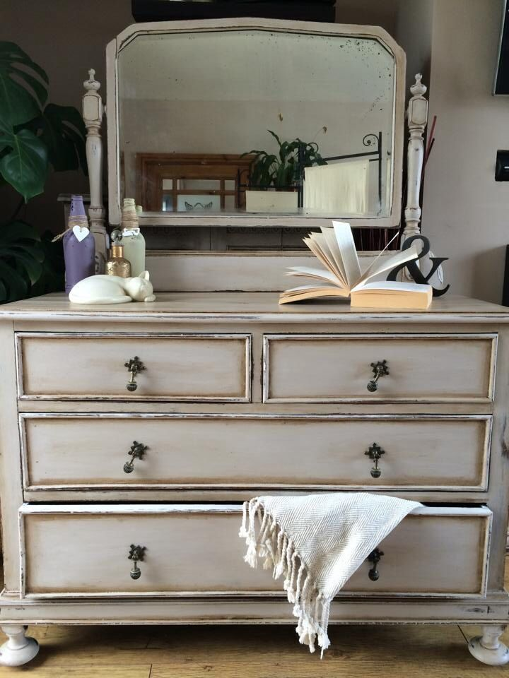 Annie Sloan old white with French linen chalk paint finished with dark wax . <3
