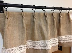 La arpillera o tela de saco es un tejido que está creando tendencia por dar a las estancias ese toque rústico que tantos adeptos tiene, además de ser muy económico.