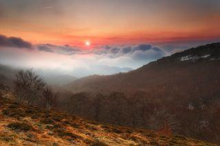 Fogy sunrise! San Miguel de Aralar, Navarre, Spain. By Alfredo [1024 X 683] : EarthPorn