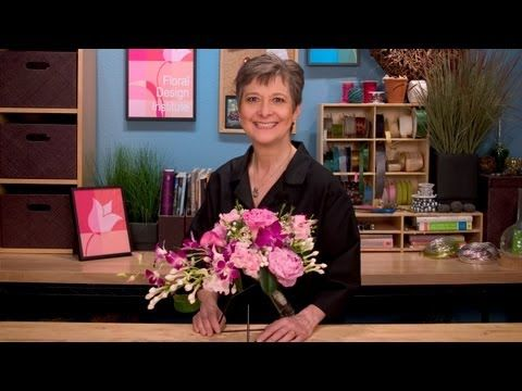 ▶ Spring Bridal Bouquet, exploring the cascading style - YouTube