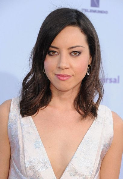 Aubrey Plaza Hair (I like how her bangs are styled here)