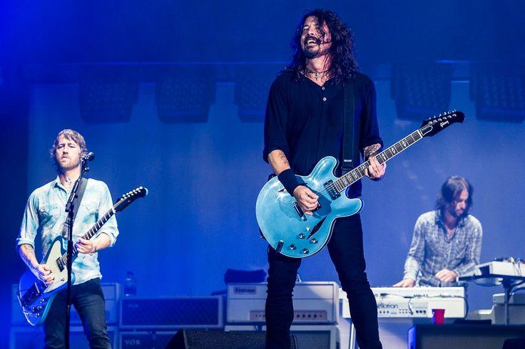 В записи альбома Foo Fighters Concrete and Gold принял участие Джастин Тимберлейк - http://rockcult.ru/news/justin-timberlake-on-foo-fighters-album/
