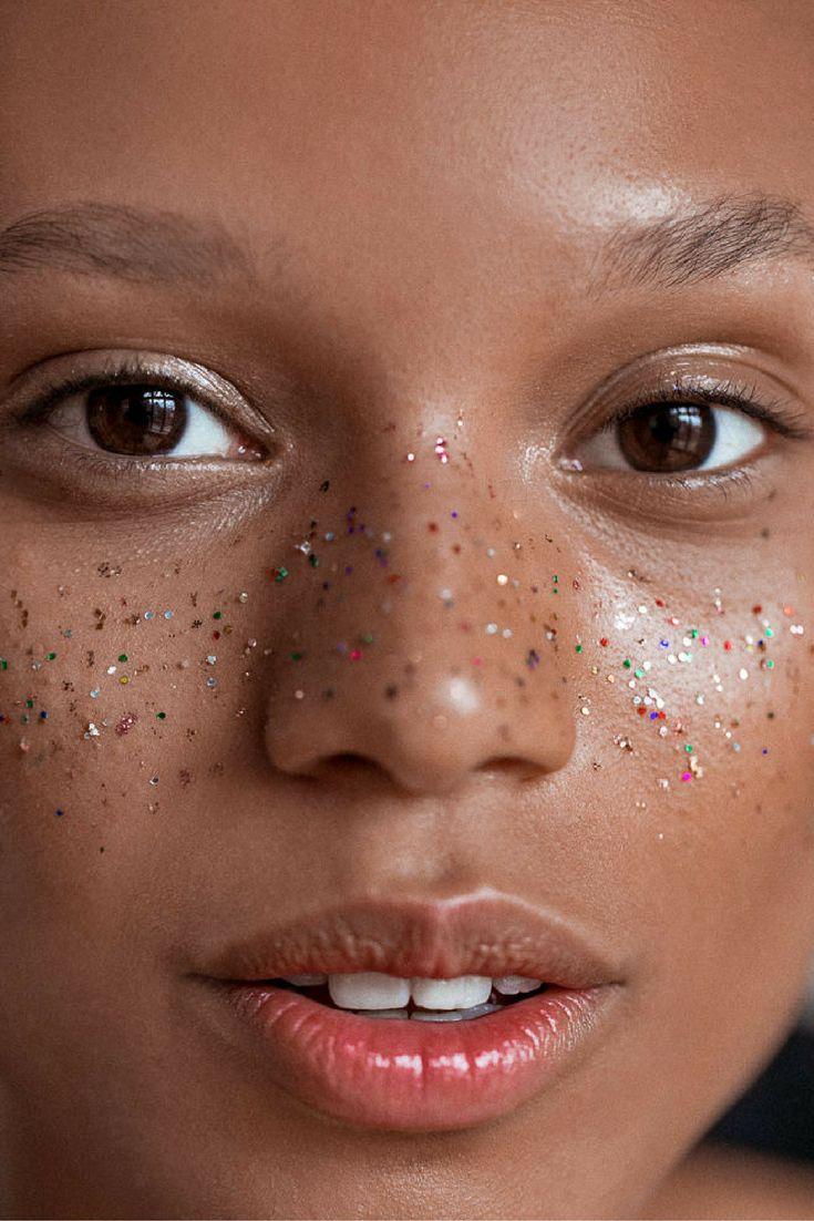 Glitter freckles for a modern makeup look