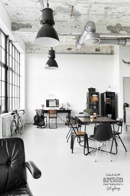 女性にも人気!クールでワイルドなインダストリアルインテリア|SUVACO ... コンクリートむきだしの天井にシルバーのダクトが工場内を思わせる内装です。インテリアも黒を基調としたり、スポットライトのような黒い照明器具もお部屋のイメージに ...