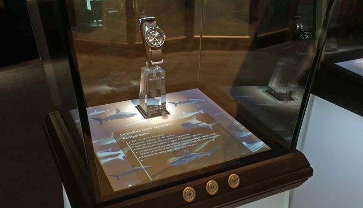 interactive display cases with a choice of language #Blancpain #sharks #Baselworld2016 #mapping #interactive #DietlinDisplayCase >>>MORE>>>http://dietlin.ch/page.php?id=3079&gr=686&nv=5