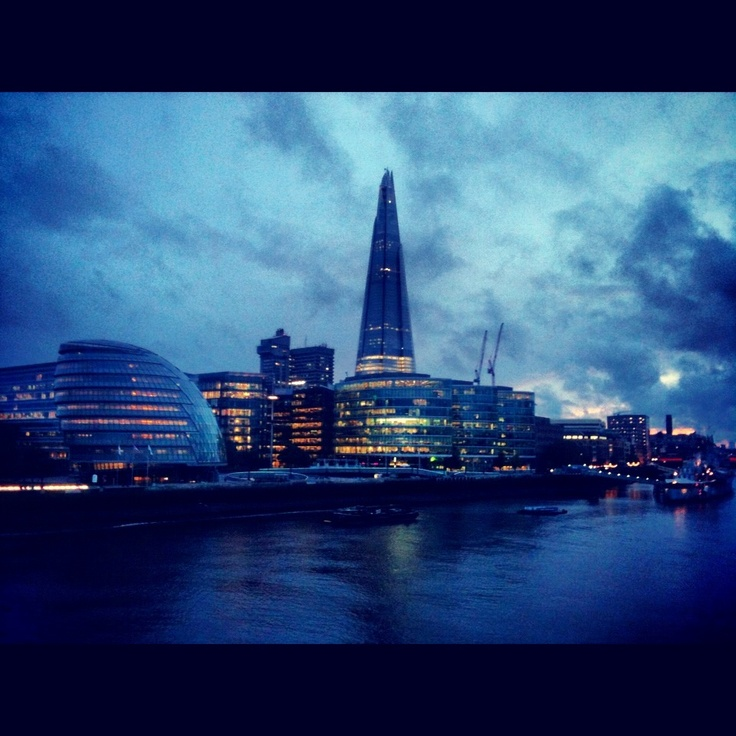 London at night, riverboard with a view of the city hall and the shard