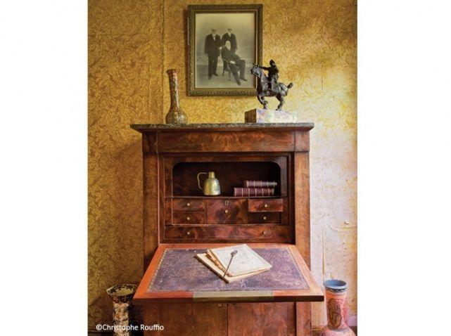 Musée Marcel Proust. Cabinet oriental. L'oncle de Marcel Proust avait voyagé plusieurs fois en Algérie. Il en avait rapporté des meubles et des objets décoratifs rassemblés dans ce salon qui devint le « cabinet oriental ».