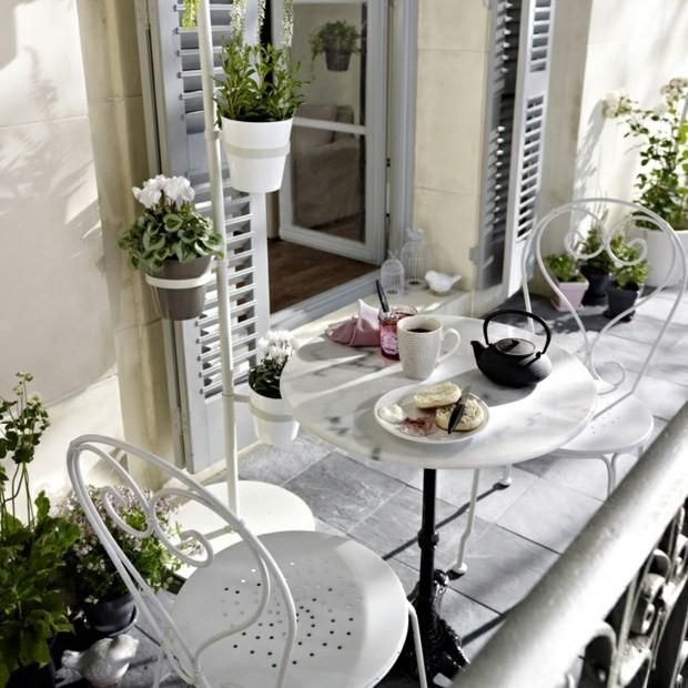 17 best ideas about apartment balcony decorating on for Apartment balcony accessories