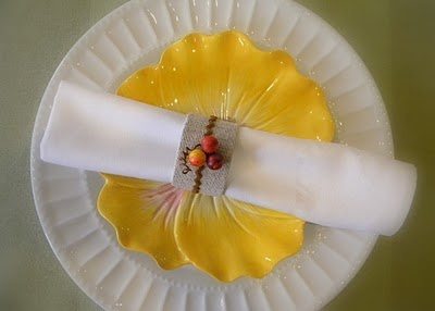 I'm getting addicted to finding napkin ring tutorials.