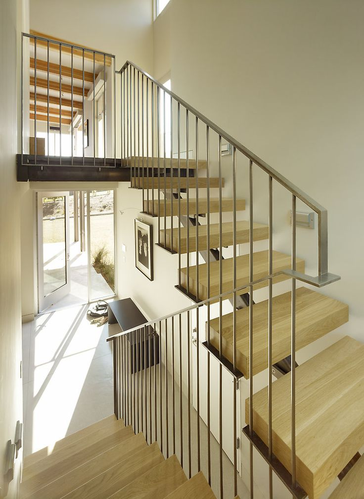 Floating wood stair & modern rail (Butler Armsden)