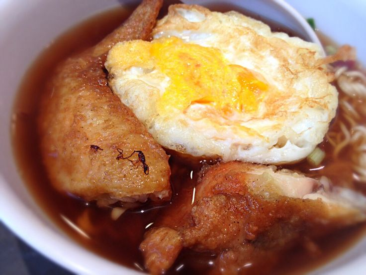 Instant noodles, fried egg and chicken wing