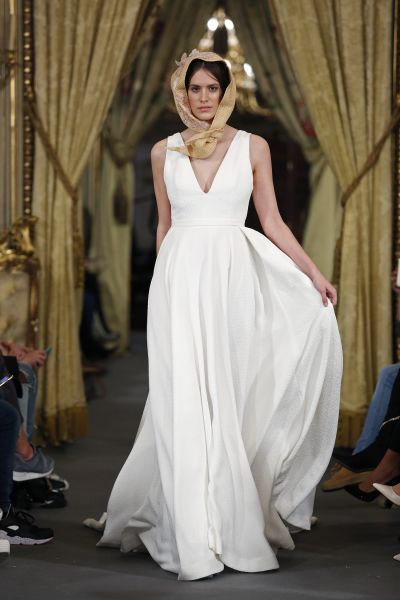 Vestidos de novia para mujeres con mucho pecho 2017: Diseños que te harán lucir fantástica Image: 38